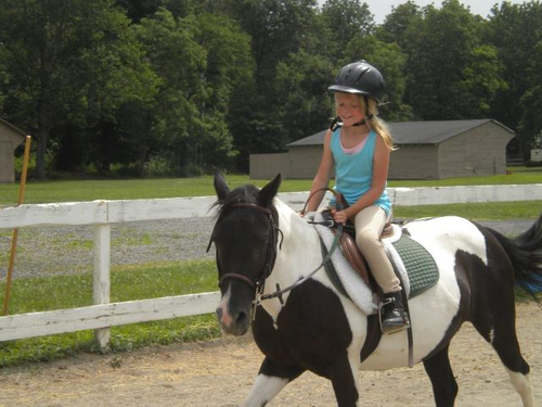 River_Edge_Farm_Riding)_Camp_kids_activities